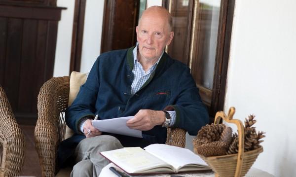 Царя: 55 г. съм живял без имоти! Заслужавам ли да ме заставят да напусна?