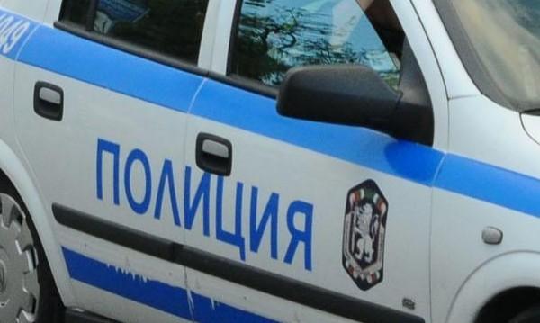 Крими хроника: Мъж удари патрулка, друг зашлеви полицай