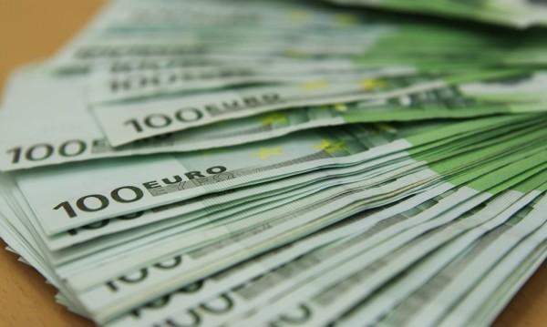 Не само хората, а и парите бягат от България! Какви са причините?