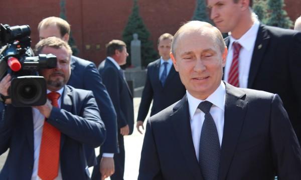По руска телевизия: Путин – добрият цар, милеещ за нуждите на хората...