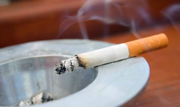 Парламентът – пушком! НС обаче реши: Без пепелници на закрито