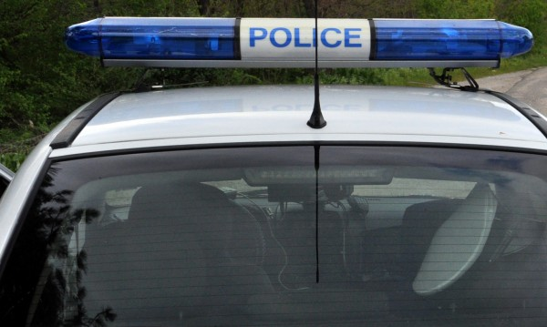 Шофьор без книжка се заби в спирка, пострадаха 6 деца