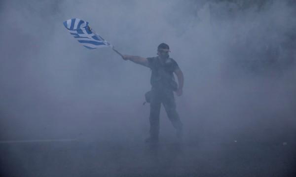 Гръцката полиция със сълзотворен газ срещу демонстранти