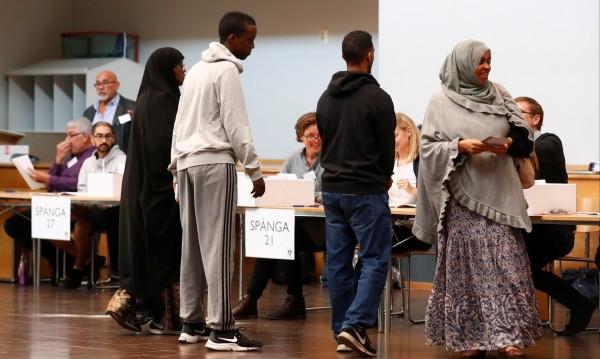 Шведите издържат повече мигранти от европейците