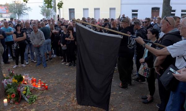 След убийството на германец от афганистанци: Траурен марш...