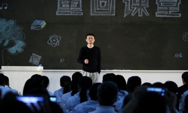 Официално: След година Джак Ма се оттегля от Alibaba