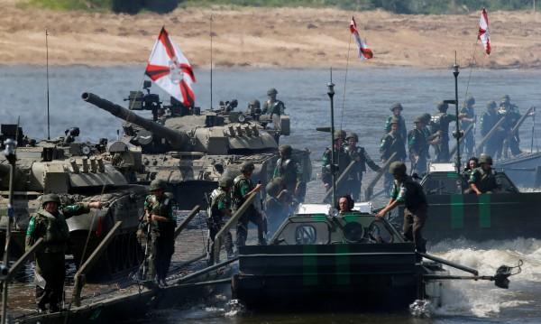 Гигантски маневри: Русия демонстрира голямата си военна мощ