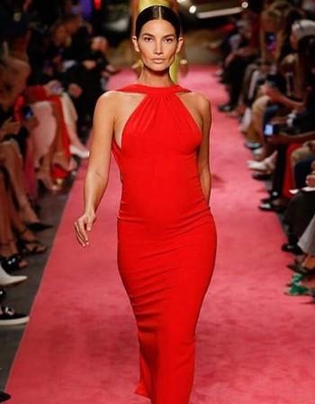 Красива и бременна: Лили Олдридж на модния подиум