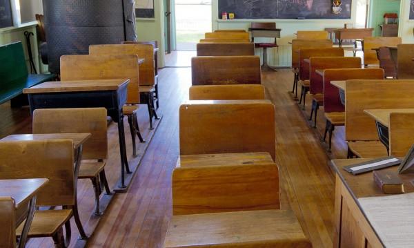 За 17 г.: Над 1000 училища са затворили завинаги!