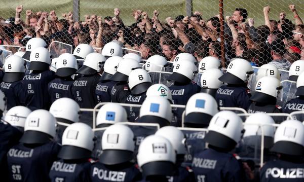 ЕС праща въоръжени отряди да гонят мигранти