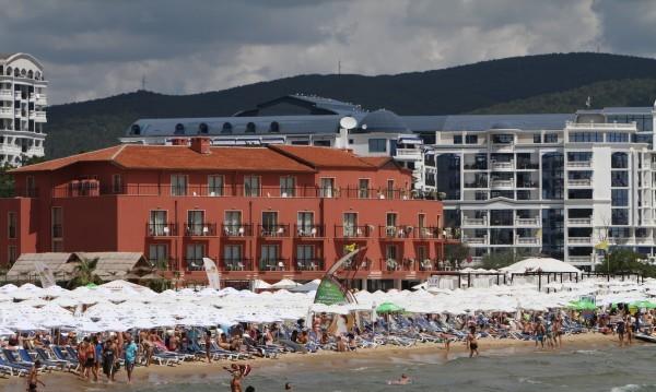 Китно родно плажче със 100 капанчета отпред: Бутилки, боклуци бетон...