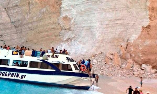 След скалното срутване: Плажът в Закинтос – забранен!