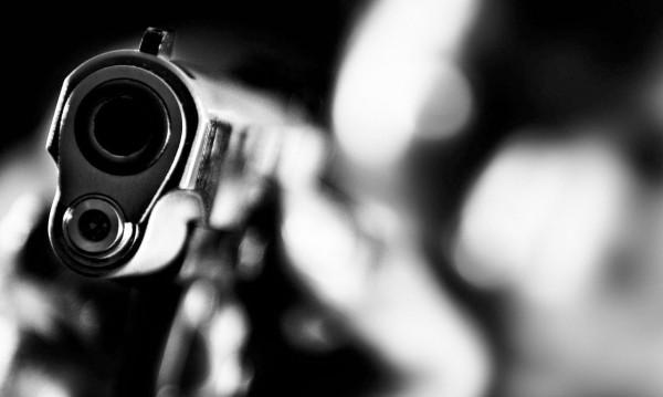 Кримка извади пистолет и гърмя по автобус в Бургас