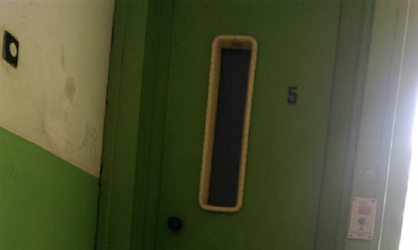 Колело, кормило, асансьор тръгва, притиска... 10-годишно издъхва
