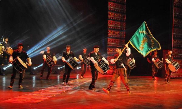 """Ансамбъл """"Чинари"""" честват четвърт век с концерт в НДК"""