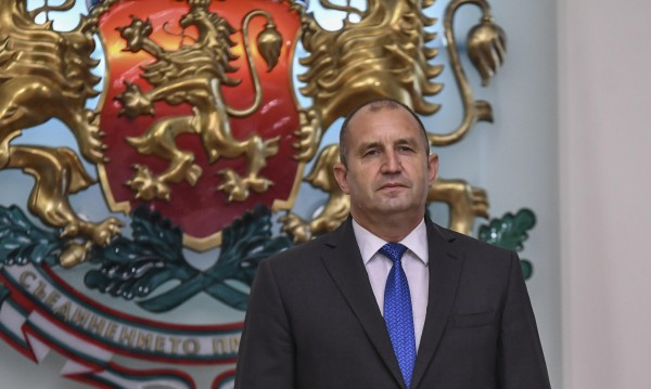 Президентът пак: Обществото е критично към Младен Маринов!
