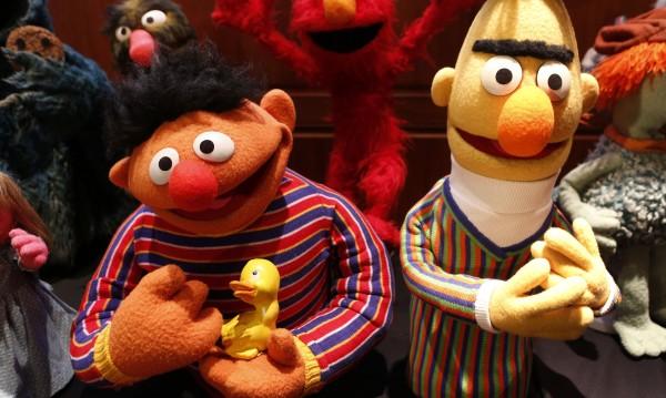"""Бърт и Ърни от """"Улица Сезам"""" – гей двойка!?"""
