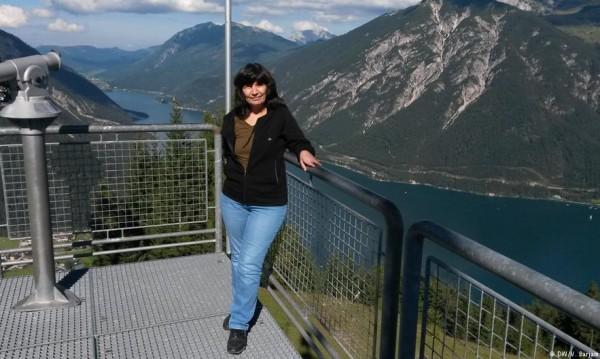 Болногледачка в чужбина: На Запад е трудно, но у нас се задушавам
