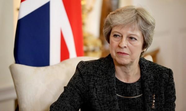 """Мей мачка министри за Brexit-а. Искат й """"План В"""""""