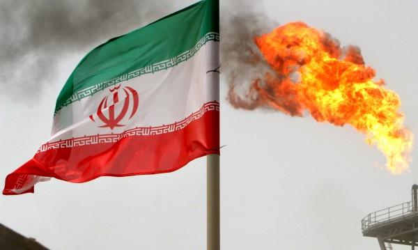 Атентат в Иран по време на парад. Има жертви