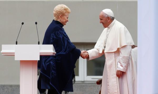 Папата разкритикува онези, които експулсират другите