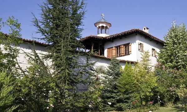 В ареста остават двама за обира в Роженския манастир