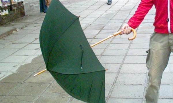 Времето утре: Вятър, дъжд, гръмотевици, а после слънце