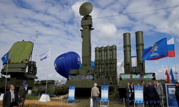 Кремъл: Доставката на С-300 в Сирия не е срещу трета страна