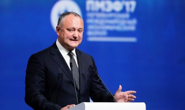 КС на Молдова отстрани временно президента