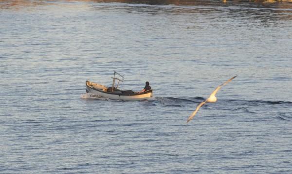 Бурното море потопи лодка, двама рибари се удавиха