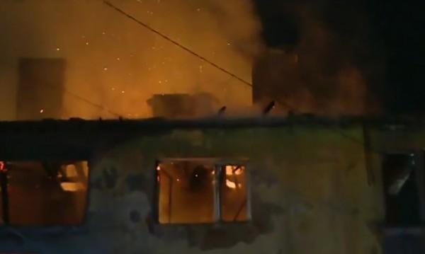 Пожар в блок в Божурище, семейства останаха без дом