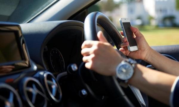 За седмица: 662 шофьори спипани с телефон зад волана