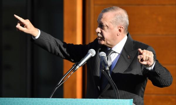 Ердоган остро смъмри Германия за Йозил и Гюндоган