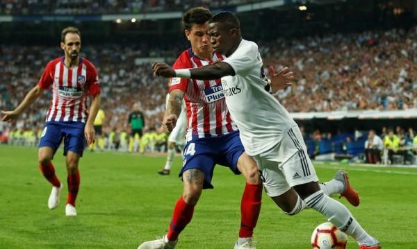 """Реал и Барса – ръка за ръка, """"белите"""" с поредно равенство"""