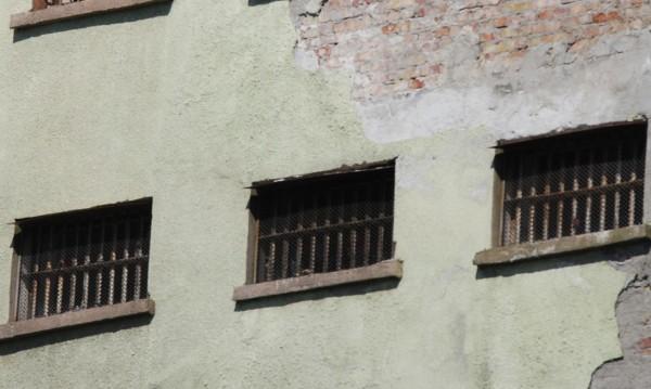 Сгащиха затворник, избягал през прозорец в Самораново