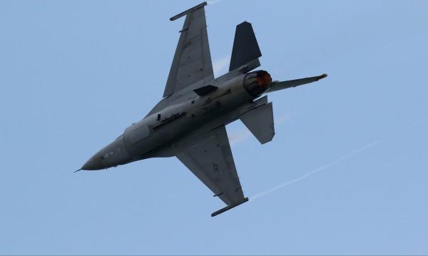 На българските ВВС е необходима комплексна оферта - за самолети, въоръжение, поддръжка