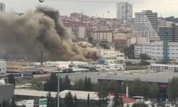 Фабрика за бои гори в Истанбул