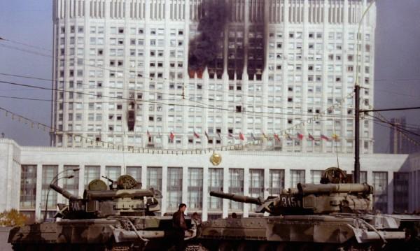 Сбърка ли Западът, подкрепял Елцин - кръвопролитията през 1993