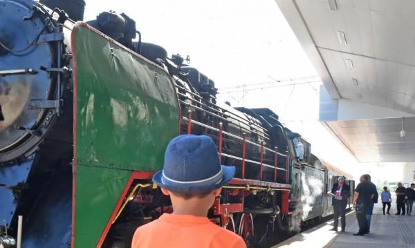 Пуф - паф: Влакове от миналото на път... на Борис III, на Тато