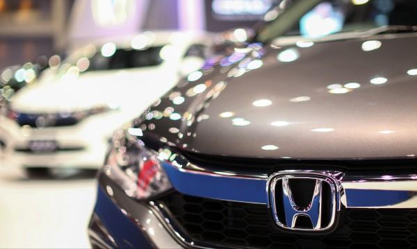 """Поглед от бъдещето! Honda учи колите да """"виждат"""" през стени"""