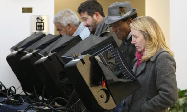 Избори се задават в САЩ: Страх от хакерска атака на машинния вот