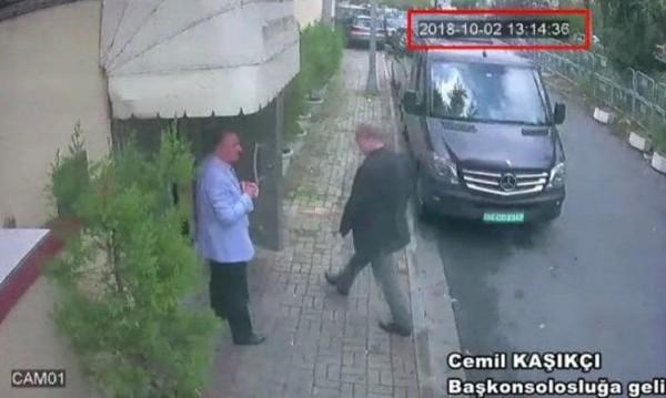 Снимано: Журналистът Кашоги влиза в консулството в Истанбул