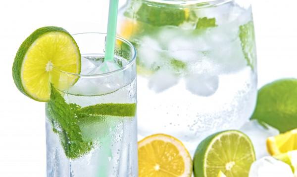 Вода с лимон – не само за отслабване, а и за млада кожа