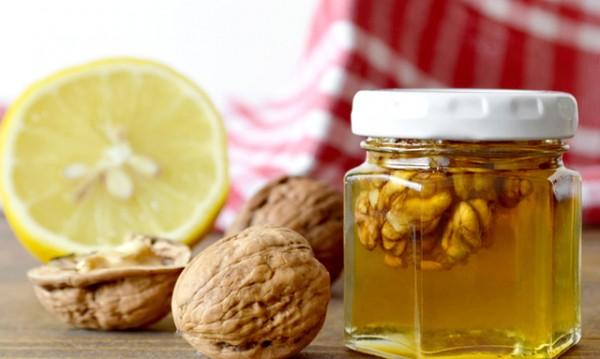 Хапвайте мед и орехи при високо кръвно и за полова мощ