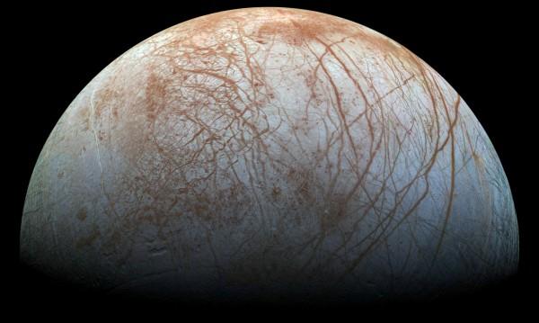 Юпитеровата луна Европа - покрита с ледени шипове