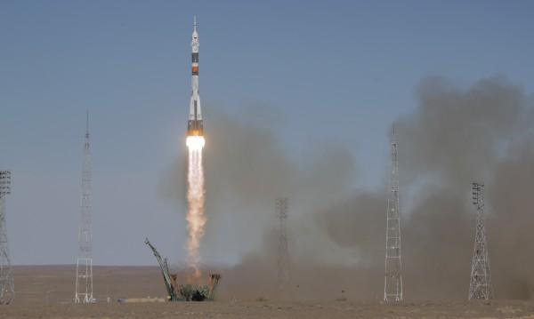 """Извадиха екипажа от приземилия се аварийно """"Союз"""""""