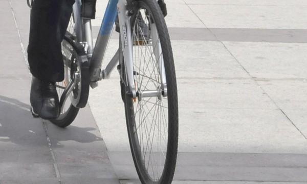 12-годишен с велосипед е блъснат от кола във Враца