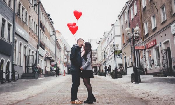 Проучване на Tinder: Младите предпочитат да са сами