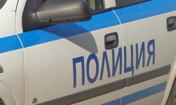 Паника в междуградски автобус: Свалиха мъж с пистолет