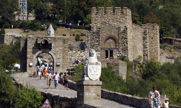 """Пишман гидове: Царевец е българският """"замък на вампирите"""""""